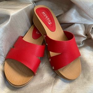 Monroe and Main sandals new